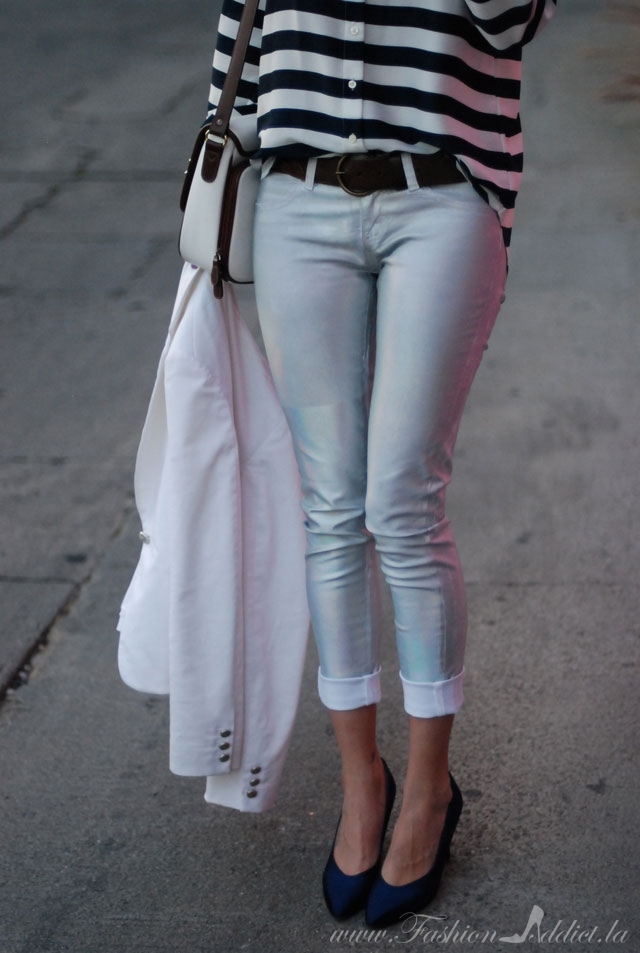 Holographic pants