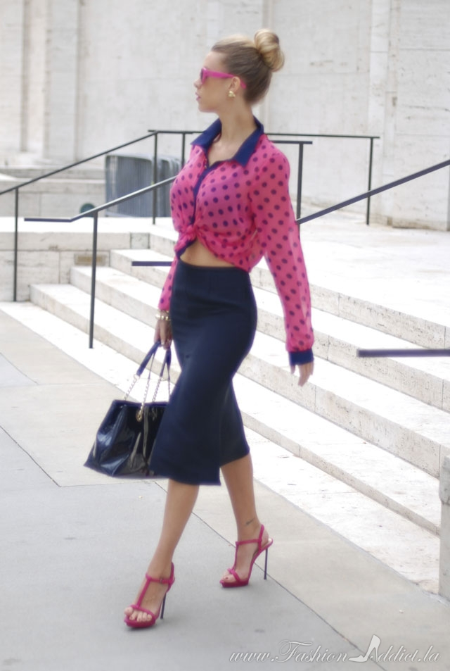 How to wear pink and blue